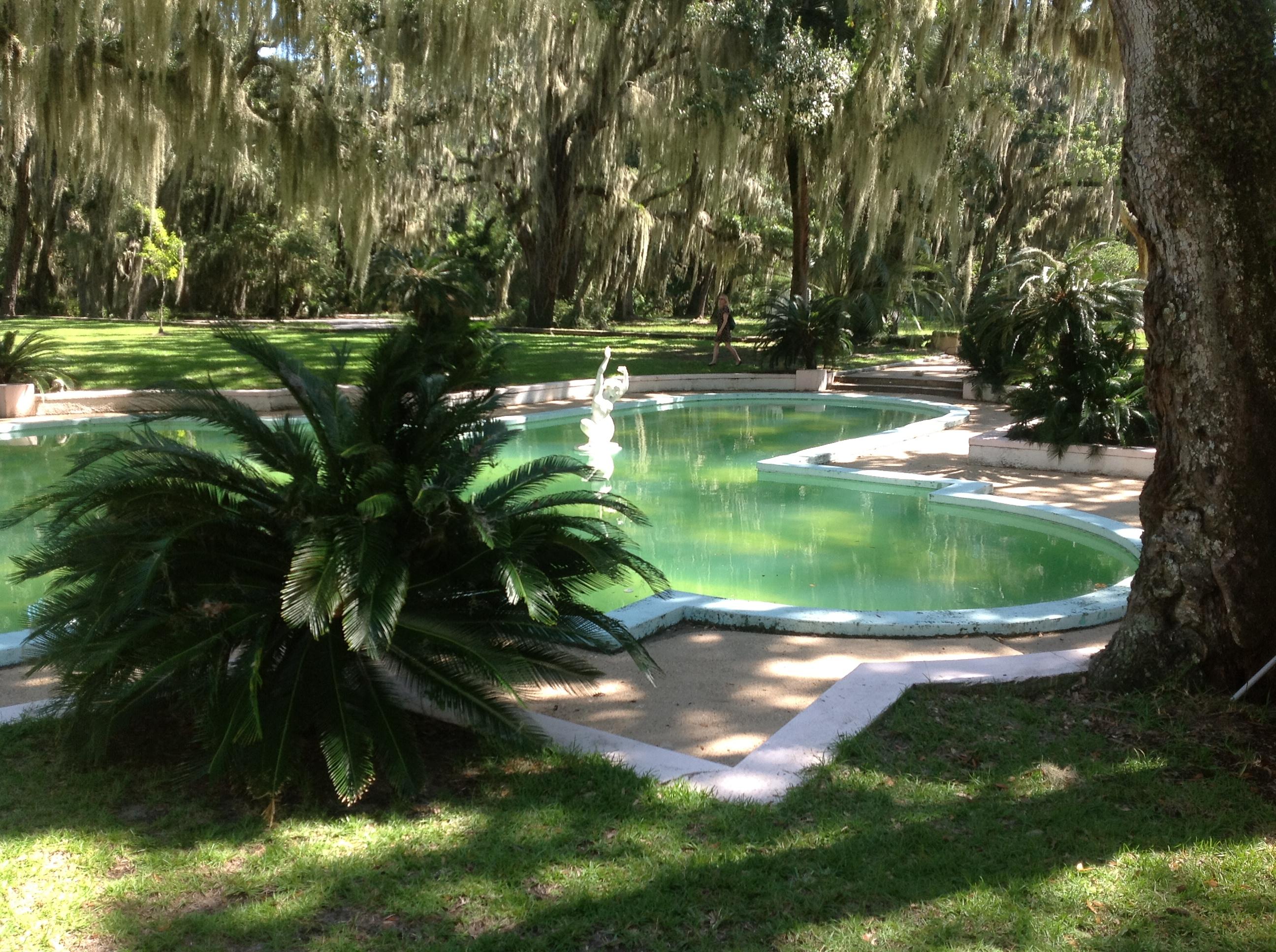 Classical guitarist sean driscoll provides wedding music for Garden pool wedding